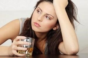 girl with unhealthy relationship with alcohol